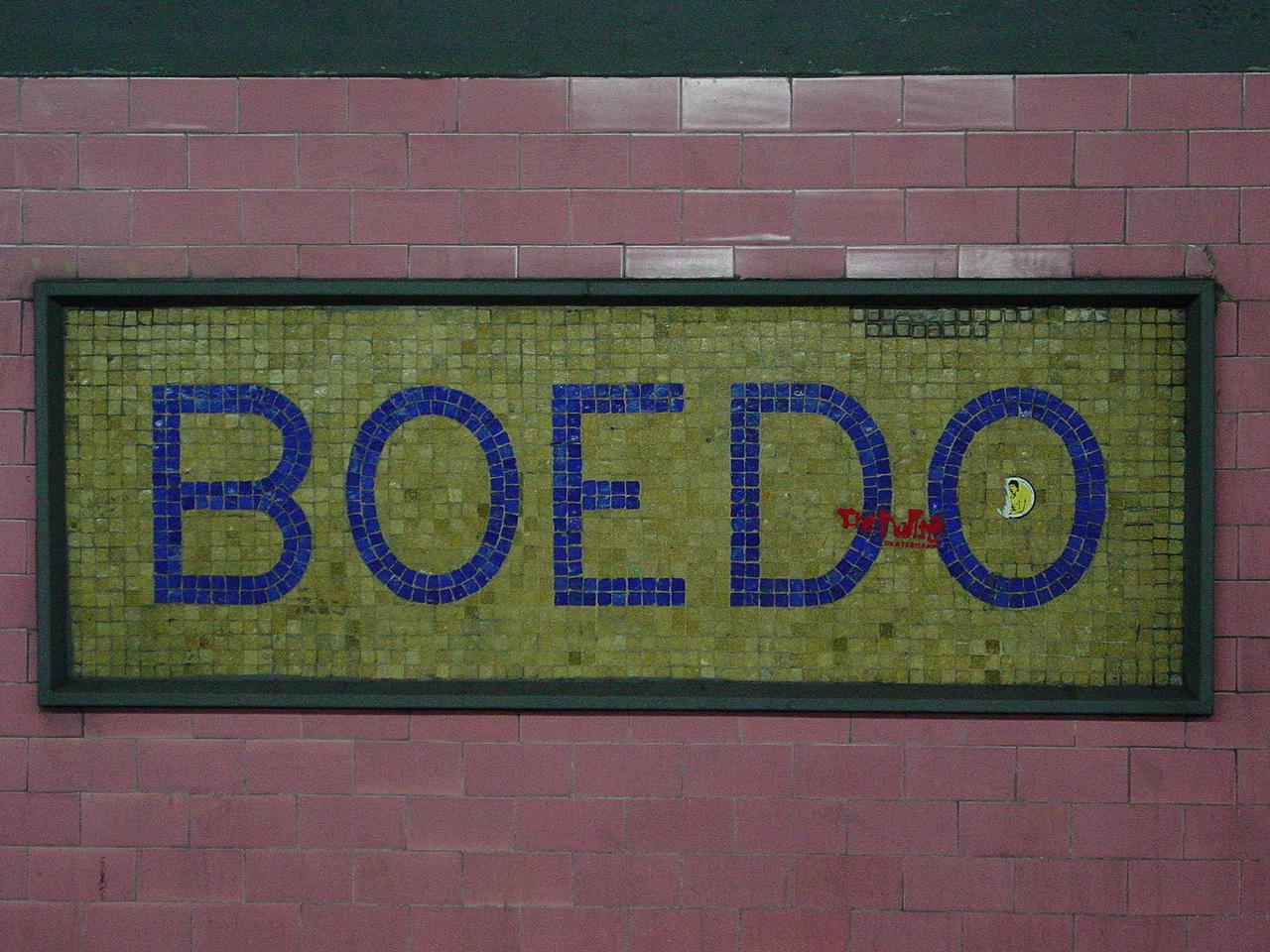 Cartel en la estación de Boedo, Linea E, Subterraneo de Buenos Aires.
